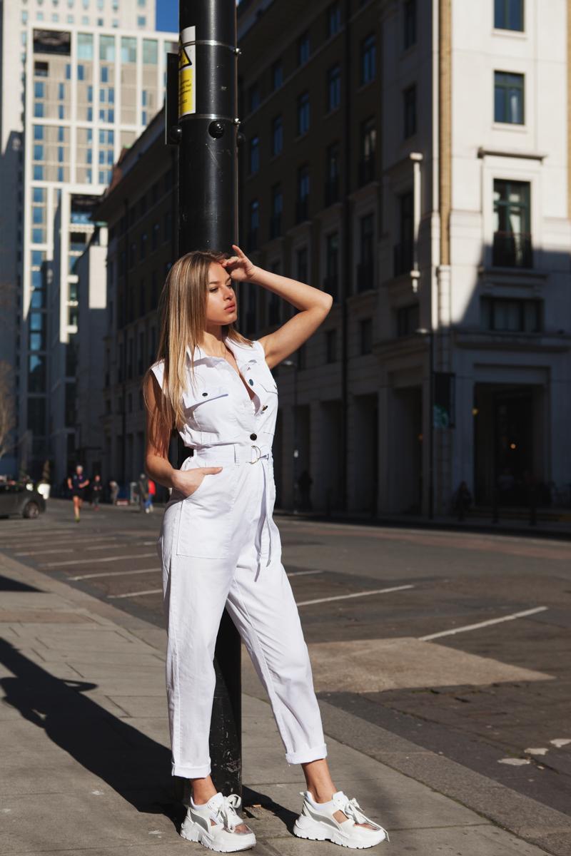 Ολόσωμη φόρμα λευκή αμάνικη