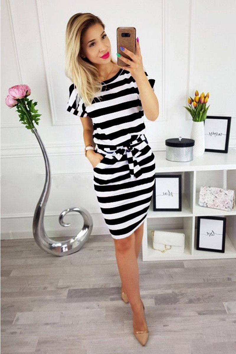 18711c0e4fed Φόρεμα ριγέ λευκό-μαύρο με τσέπες