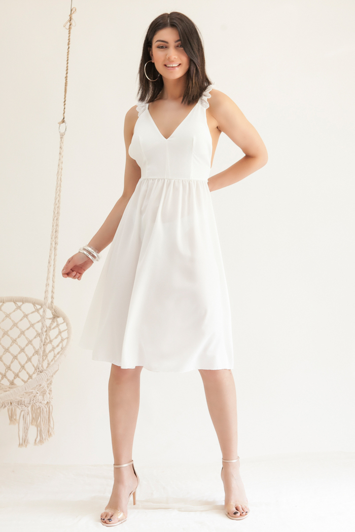 970f39a1bbe2 Φόρεμα λευκό με ράντες βολάν