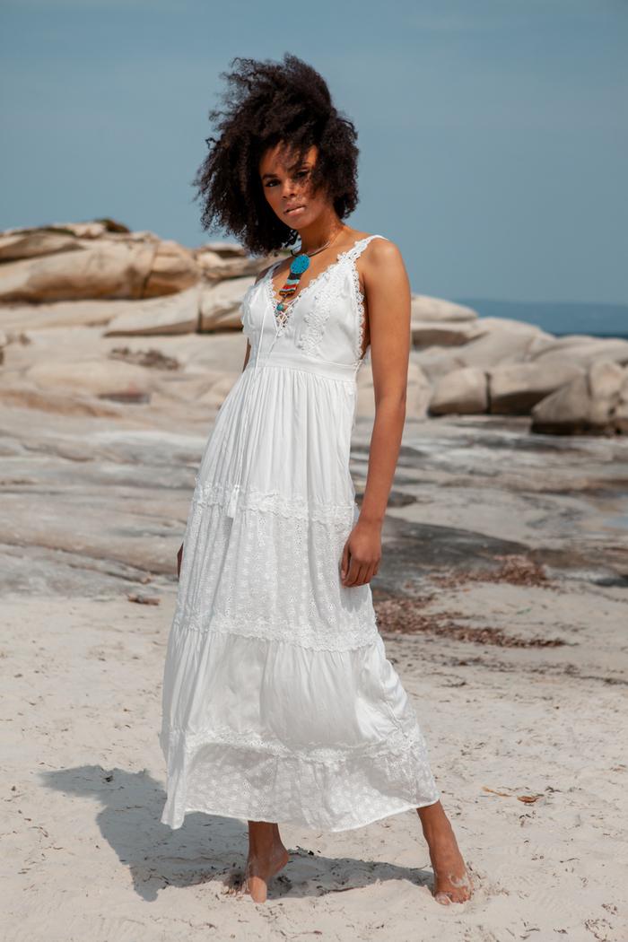 d861bd728be1 Φόρεμα λευκό με ανοιχτή πλάτη