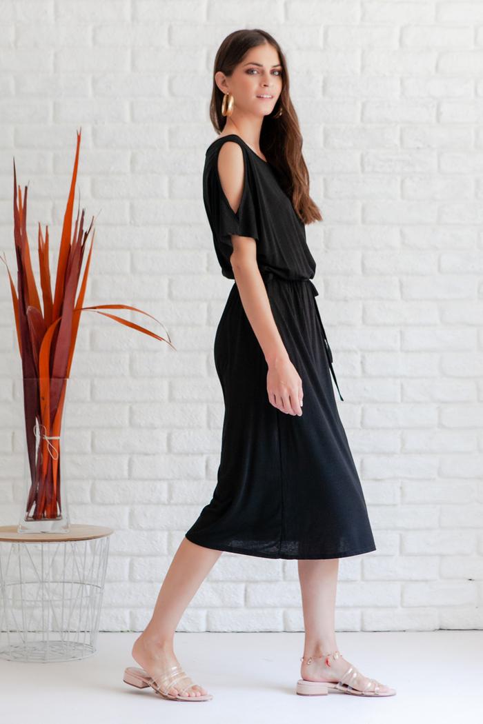 e10e1ffbed2 Φόρεμα μαύρο με έναν ώμο και σκίσιμο