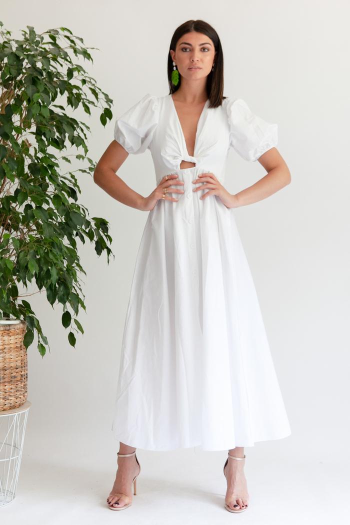 5d366d06e20 Φόρεμα λευκό κοντομάνικο με ανοιχτό ντεκολτέ