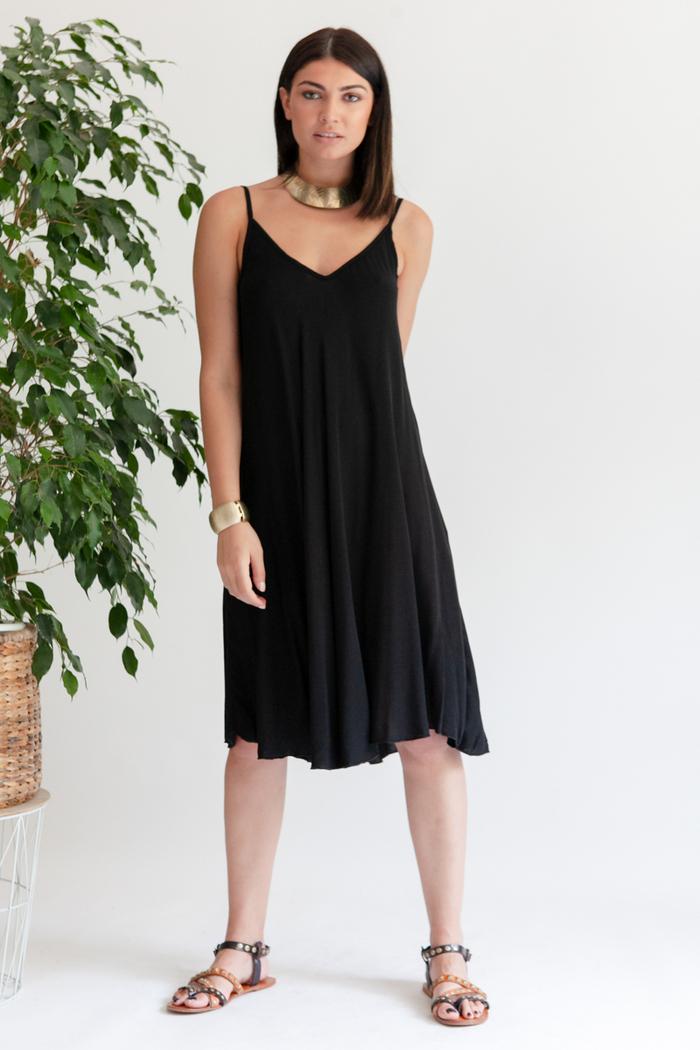 9c14c4bc16b Φόρεμα μαύρο με ράντες κοντό
