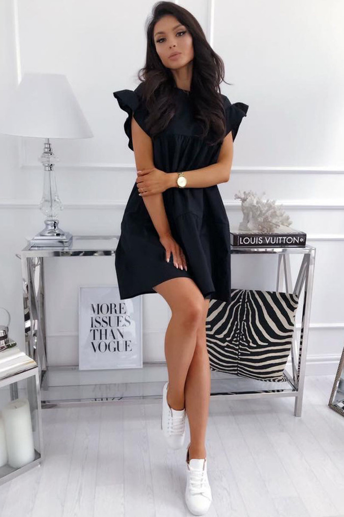 1dc39a3798cd Φόρεμα μαύρο κοντομάνικο με βολάν