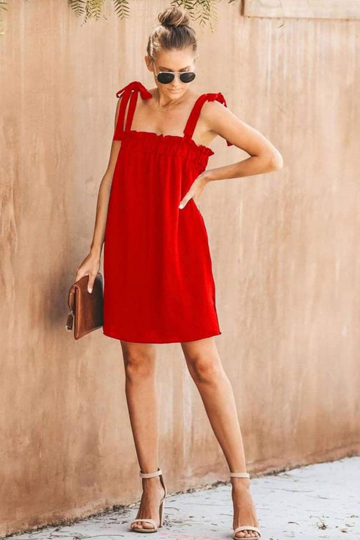 ef1b4bd001c1 Φόρεμα κόκκινο με ράντες που δένουν