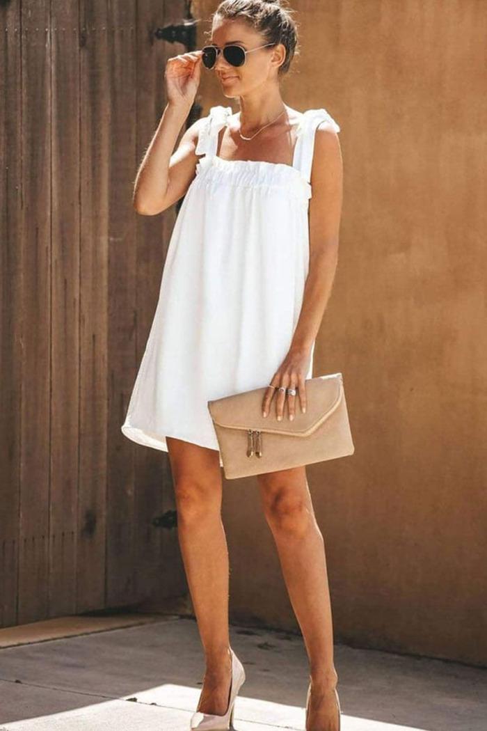 74b253d4f2b7 Φόρεμα λευκό με ράντες που δένουν